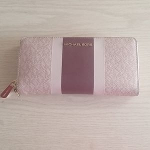 Michael Kors Large Zipper Wallet